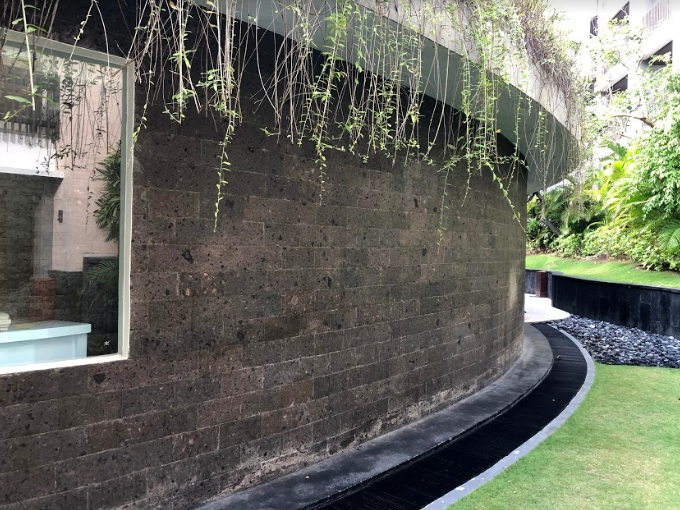 bali-grey-basalt-cladding-in-pullman-2